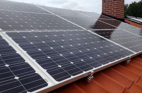 Montering av solceller från IVT i Kalmar